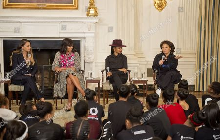 First Lady Michelle Obama in the State Dining Room joins Judith Jamison, Debbie Allen, Virginia Johnson, and Fatima Robinson for a panel discussion.