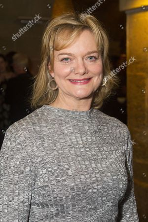 Sarah Woodward (Old Ma Gwynn/Queen Catherine)