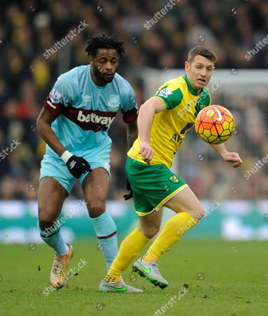 Alex Song of West Ham United and Wes Hoolahan of Norwich City during the Barclays Premier League match between Norwich City and West Ham United played at Carrow Road, Norwich on February 13th, 2016
