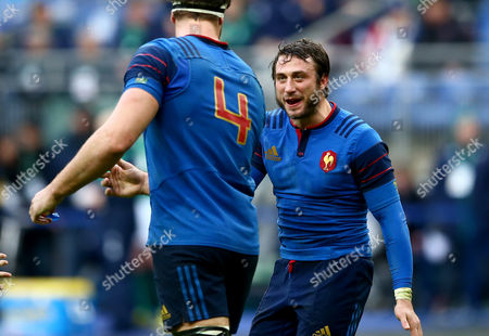 France's Maxime Médard celebrates his try with Alexandre Flanquart