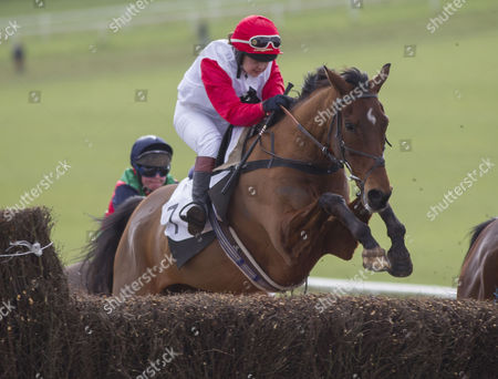 Lily Bradstock, daughter of trainer Mark Bradstock, grand daughter of Lord Oaksey, riding Cuarruthers.