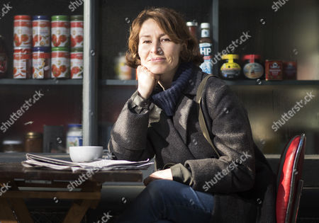 Helen Baxendale outside the Italo cafe