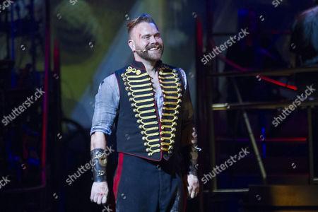 Daniel Bedingfield (The Artilleryman) during the curtain call