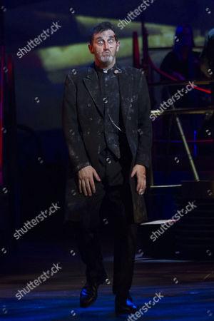 Jimmy Nail (Parson Nathaniel) during the curtain call