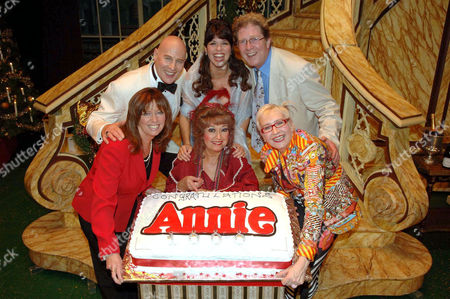 (Front Row) Vicki Michelle, Ruth Madoc and Su Pollard with (back row) Mark Wynter, Louise English and Simon Masterton Smith