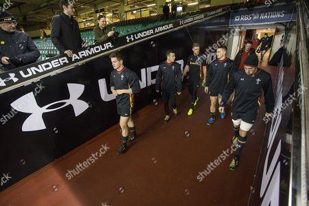 Hallam Amos, Gareth Davies, Rhys Priestland, Jonathan Davies, Justin Tipuric during training.