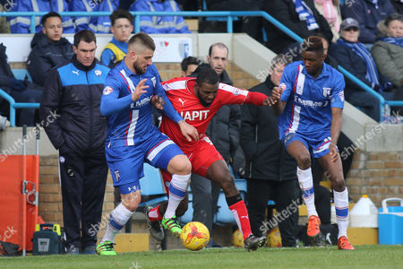 Gillingham's Max Ehmer tries to shield the ball from Sylvan Ebanks-Blake of Chesterfield during Gillingham vs Chesterfield, Sky Bet League 1 Football at the MEMS Priestfield Stadium, Gillingham