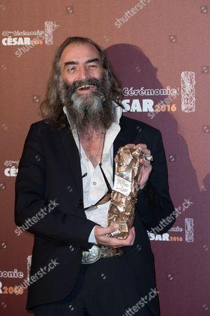 Warren Ellis with his trophy for the Best Original Score for 'Mustang'