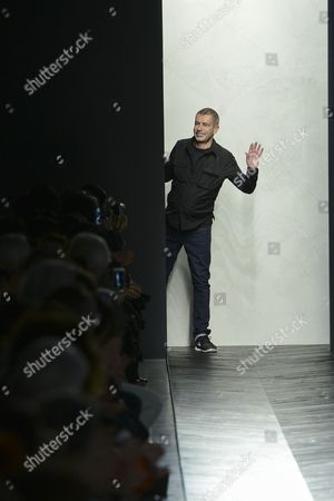Tomas Maier on the catwalk
