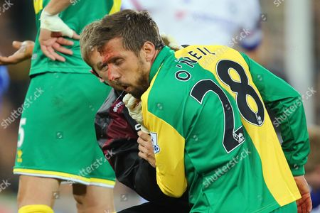 Gary O'Neil of Norwich City receives treatment after cutting his head in a challenge with Willian of Chelsea - Norwich City v Chelsea, Barclays Premier League, Carrow Road, Norwich. 1 March 2016