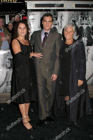 Joaquin Phoenix, Liberty Phoenix and mom Arlyn Phoenix