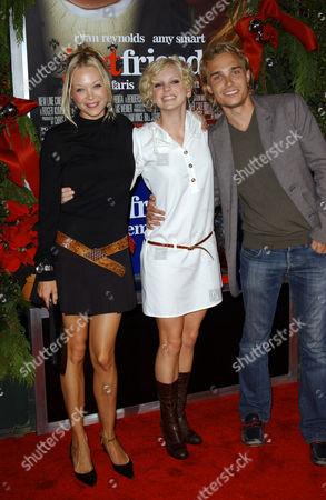 Alexandra Holden, Anna Faris and Guest