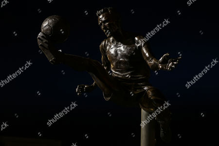 Dennis Bergkamp statue outside Emirates Stadium