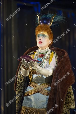 Rebecca Bottone as Horemhab,