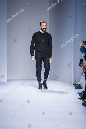 Giambatista Valli on the catwalk