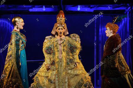 Emma Carrington (Nefertiti), Anthony Roth Costanza (Akhnaten), Rebecca Bottone (Queen Tye)