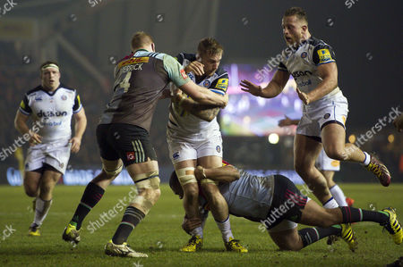 Dominic Day of Bath Rugby takes on the Harlequins defence