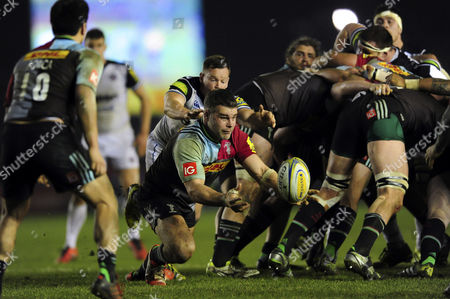 Nick Easter of Harlequins passes the ball
