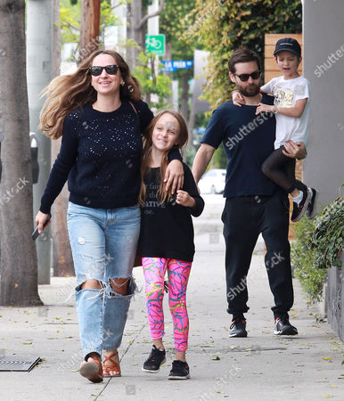 Tobey Maguire, Jennifer Meyer, Ruby Maguire, Otis Maguire