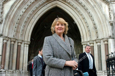 Stock Image of LIBERAL DEMORAT PEER, BARONESS JOAN WALMSLEY AT THE HIGH COURT. TRANSPORT FOR LONDON WON THEIR APPEAL OVER CONGESTION CHARGING. BARONESS WALMSLEY CHALLENGED A FINE AFTER PAYING THE CONGESTION CHARGE ON LINE, BUT WHEN PAYING SHE TYPED THE VEHICLE NUMBER PLATE WRONG
