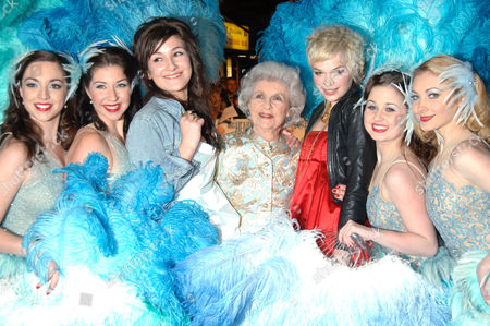 Stock Picture of Doris Barry (c) and Anna Brewster (3rd r) and showgirls