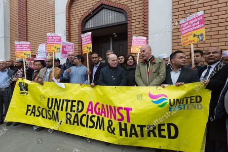 Mayor of Tower Hamlets John Biggs and the Rev Alan Green join demonstrators and supporters of the East London Mosque