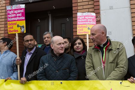 Mayor of Tower Hamlets, John Biggs and the Rev Alan Green join demonstrators and supporters of the East London Mosque