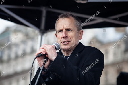 Comedian Jeremy Hardy speaks to in Trafalgar Square about the plight of refugees across Europe. Thousands march through central London on UN anti-racism day to demand that the British government accept a greater share of refugees seeking asylum in Europe.
