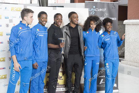Stephan James and Fiona May with a group of young Italian athletes
