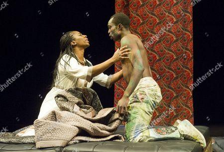 Tanya Moodie as Gertrude,  Paapa Essiedu as Hamlet;