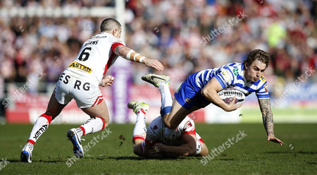 Wigan's SAM POWELL IS CAUGHT BY  St's JON WILKIN AND St's TRAVIS BURNS Pix Magi Haroun 25.03.2016 RUGBY SUPERLEAGUE ROUND 7 ST HELENS V WIGAN WARRIORS Please note that all pictures are for editorial use only according to RFL .