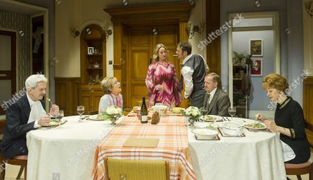 Nicholas Le Prevost as Frank, Gillian Wright as Mary, Tamzin Outhwaite as Teresa, Jason Merrells as Bob, Matthew Cottle as William, Jenny Seagrove as Fiona,