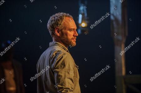 Elliot Cowan (Charlie Morris)