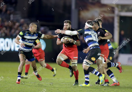 Will Fraser of Saracens goes between Jonathan Joseph (left) and Francois Louw of Bath