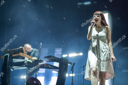 CHVRCHES - Iain Cook, Lauren Mayberry