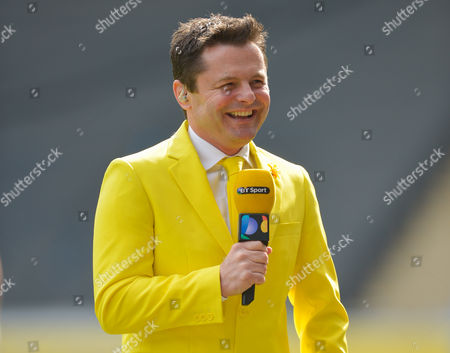 BT Sports Presenter Chris Hollins presents from pitchside wearing a bright yellow jacket for the Marie Curie Charity during the Aviva Premiership Rugby match between Wasps and Northampton Saints played at the Ricoh Arena, Coventry on April 3rd 2016