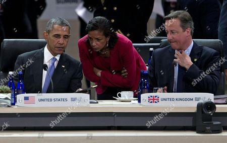 United States President Barack Obama, left, talks to Susan Rice, U.S. national security advisor, center,