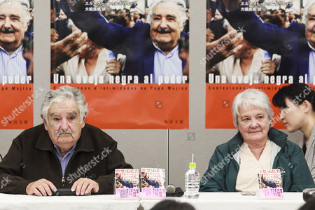 (L to R) Former Uruguayan President José Mujica and his wife Lucia Topolansky attend a press conference