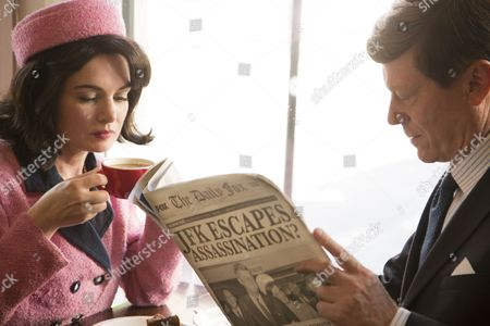 John F Kennedy and Jacqueline Kennedy lookalikes in a cafe