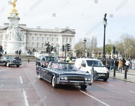 John F Kennedy and Jacqueline Kennedy lookalikes at Buckingham Palace