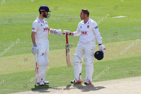 Essex batsmen James Foster (L) and Graham Napier enjoy a useful partnership during Essex CCC vs Gloucestershire CCC, Specsavers County Championship Division 2 Cricket at the Essex County Ground on 12th April 2016