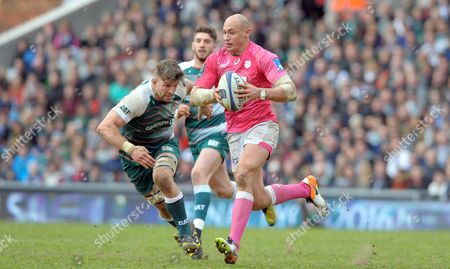 Stade Francais' Sergio Parisse on the break about to be tackled by  Michael Fitzgerald