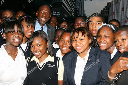 Geoffrey Canada with students from Harlem Childrens' Zone