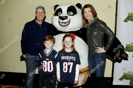 Norah O'Donnell with husband Geoff Tracy, children and Po
