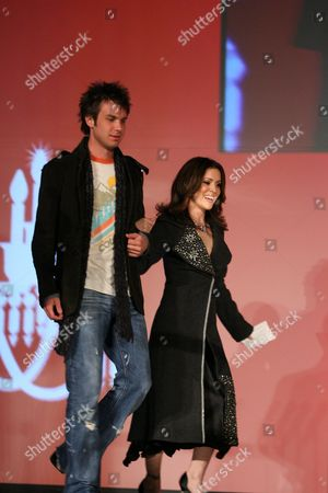 Howie Day and Alyssa Milano