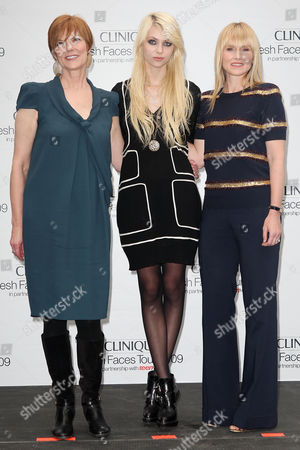 Lynne Greene (Pres. of Clinique), Taylor Momsen and Amy Astley (Editor-in-Chief of Teen Vogue)