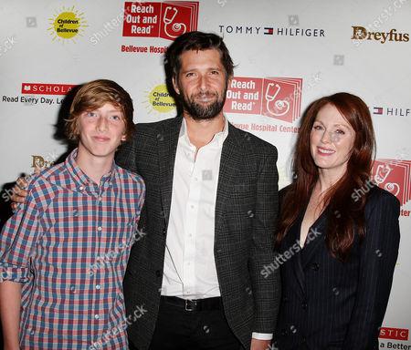 Bart Freundlich and Julianne Moore with son Caleb 'Cal' Freundlich