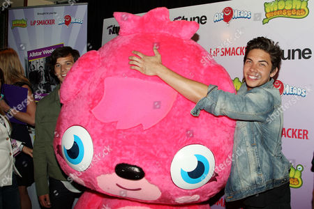 Allstar Weekend (L-R: Zach Porter and Cameron Quiseng) with Moshi Monster