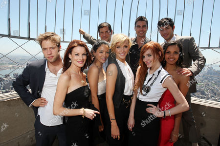 Melrose Place - Shaun Sipos, Laura Leighton, Stephanie Jacobsen, Katie Cassidy, Ashlee Simpson-Wentz, Jessica Lucas, Thomas Calabro, Colin Egglesfield and Michael Rady