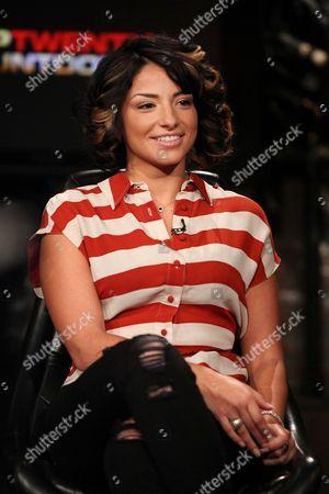 Juliya Chernetsky (Fuse Host)